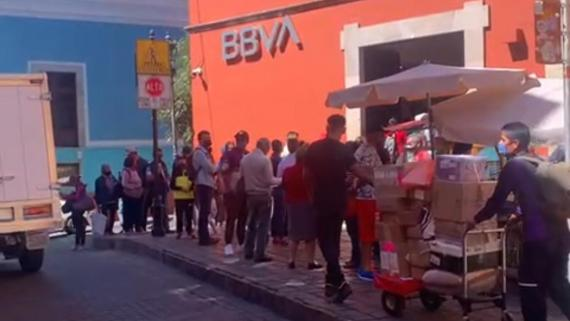 Clausuran banco en La Capital.